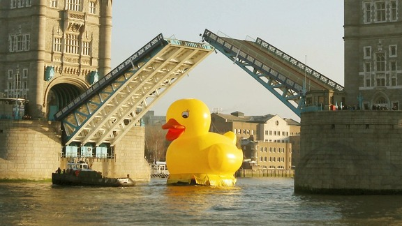Creative Marketing Campaign  50 Foot Duck Floating Down The Thames